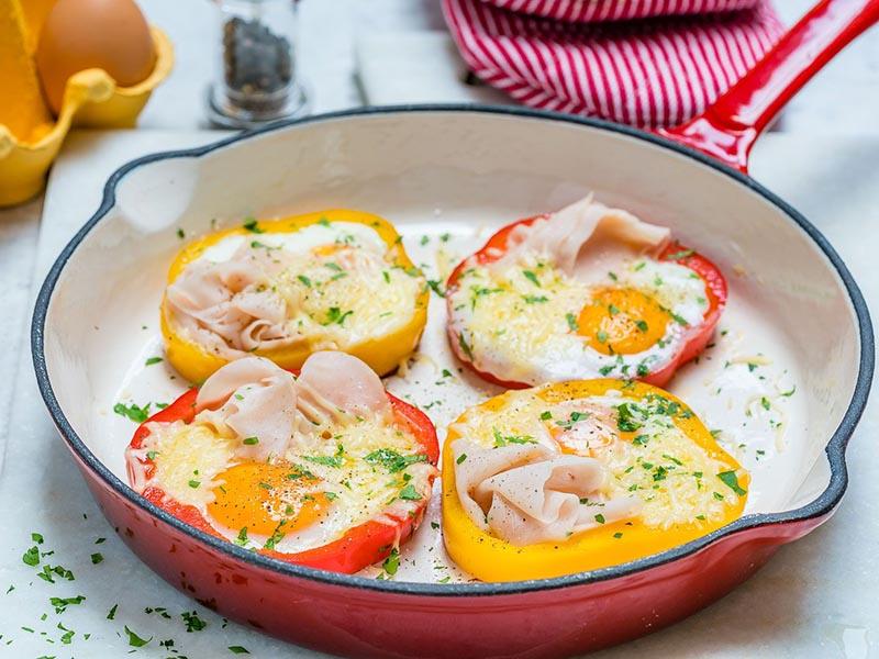 Trứng ốp la rán với ớt chuông