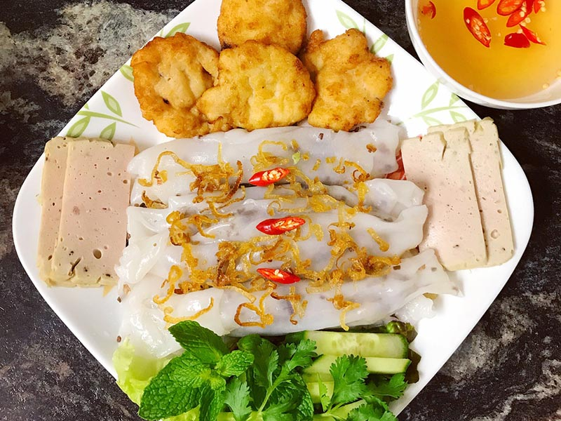 Bánh cuốn chả mực Quảng Ninh